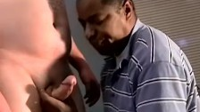 Fat amateur sucked hard by black homo